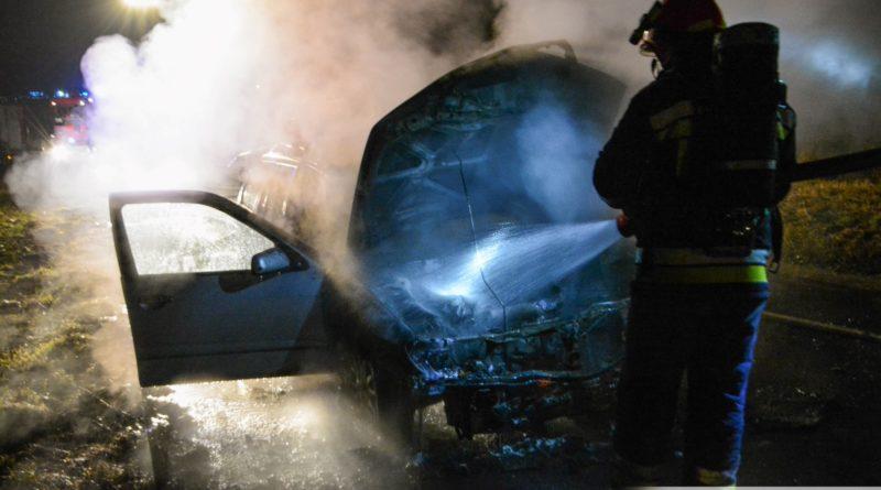 Nissan spłonął na Stawowej
