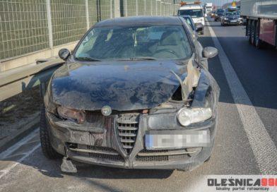 Zderzenie osobówek na węźle drogowym w Dąbrowie