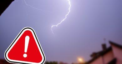 Ostrzeżenie o silnym wietrze i burzach – Rządowe Centrum Bezpieczeństwa rozsyła SMS-y