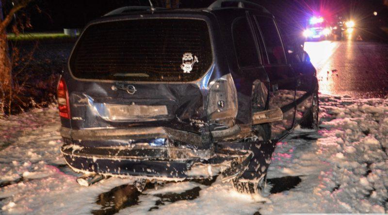 Zderzenie trzech osobówek na trasie Oleśnica – Bierutów. Droga jest całkowicie zablokowana