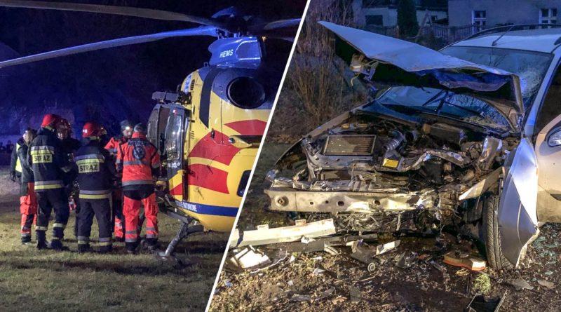 Dramat w Stradomi Wierzchniej. Młody kierowca rozbił się na drzewie. W stanie krytycznym transportował go śmigłowiec
