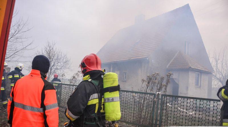 Pożar w budynku pod Oleśnicą