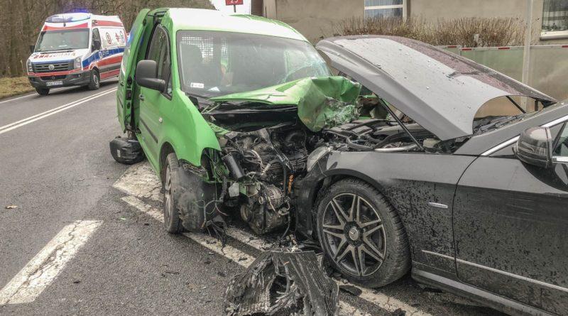 Znów wypadek na DK25. W Sokołowicach zderzyły się 4 samochody. Na miejscu interweniował śmigłowiec LPR