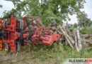 Samochód ciężarowy przewrócił się na Dobroszyckiej