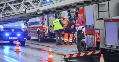 Wypadek podczas prac na wysokości. Mężczyzna spadł z dachu