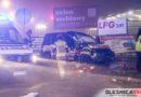 Dramatyczny wypadek taksówki. Pojazd przeleciał nad rondem a jego pasażerka wypadła z samochodu, który następnie ja przygniótł