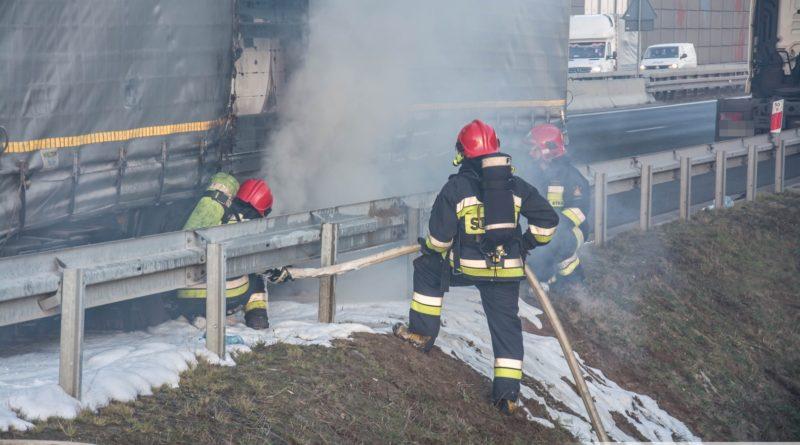 Pożar ciężarówki na węźle Oleśnica Zachód