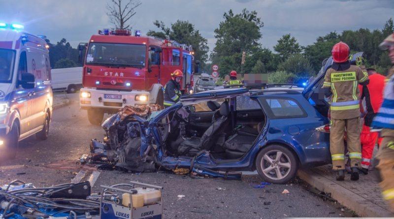 Czołówka dwóch osobówek w Stradomi Wierzchniej. W wyniku groźnego wypadku 6 osób zostało rannych, w tym 9-miesięczne niemowlę