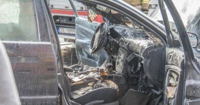 Volkswagen Passat w ogniu. Popołudniowa akcja gaśnicza na Reja