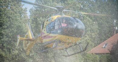 Strażacy i Lotnicze Pogotowie na ratunek seniorowi