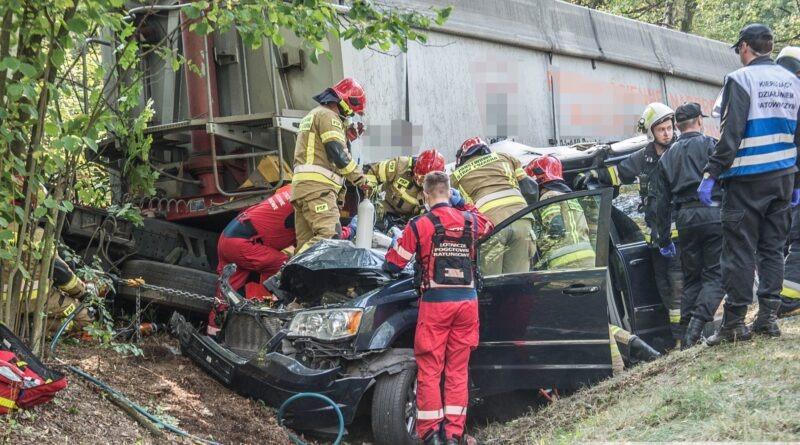 Czołówka ciężarówki i osobówki na DK25. Siedem osób rannych!