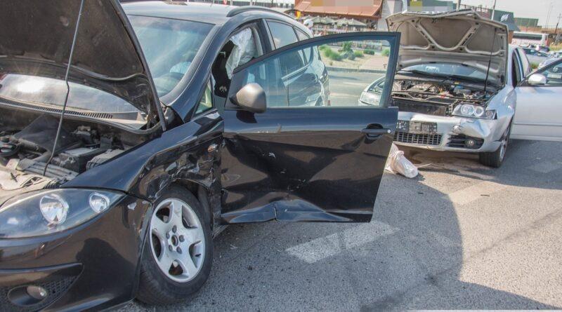 Zderzenie Seata i Audi. Jedna osoba jest poszkodowana