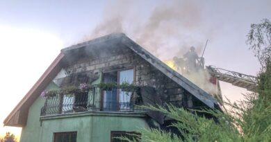 Nocna akcja Straży na Ratajach. Płonął budynek mieszkalny